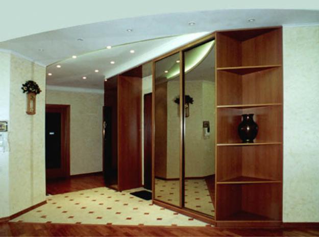 Корпусная мебель в коридоре