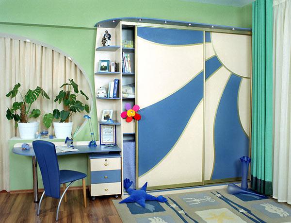 Голубой шкаф-купе в детскую комнату